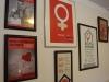 Stěna slávy tamtéž - plakáty z jejich různých kampaní